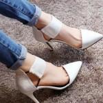 Pantofi decupati albi